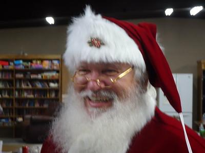 1203-022252-DSC02259-Santa-Sing Along