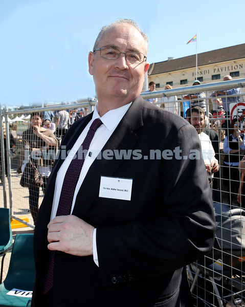 Rabbi Dovid Slavin honour plaque at Bondi Beach. Walter Secord MLC. Pic Noel Kessel.