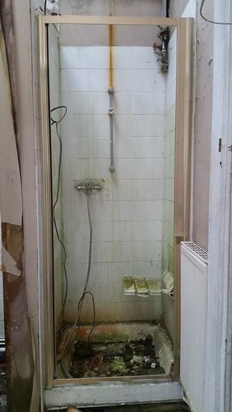 Ground floor shower cubicle.