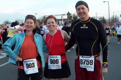 The three musketeers (Patti, Linda, Dean) are ready for some racin'.  Papa John's 10 miler, April 2010
