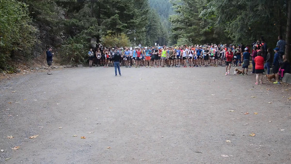 2015 Knee Knackering North Shore Trail Run Start