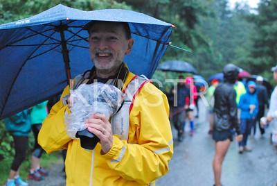 Start line photographer enjoying the rain.  Photo by Karen Chow.