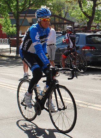 Tom Danielson, Garmin-Barracuda leads the group of 50 plus riders.