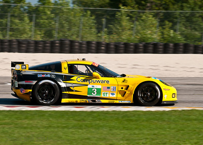 The #3 C6R Corvette entering turn 1.