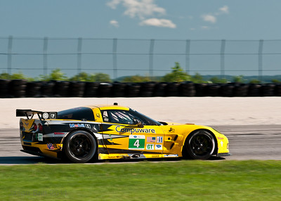 The #4 C6R Corvette rounding turn 1.