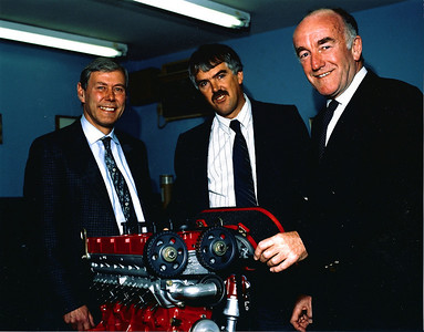 !989 Ian (middle) views a Sports 2000 YAC Engine with Richard Scammell & Peter Nevit (holding air filter).