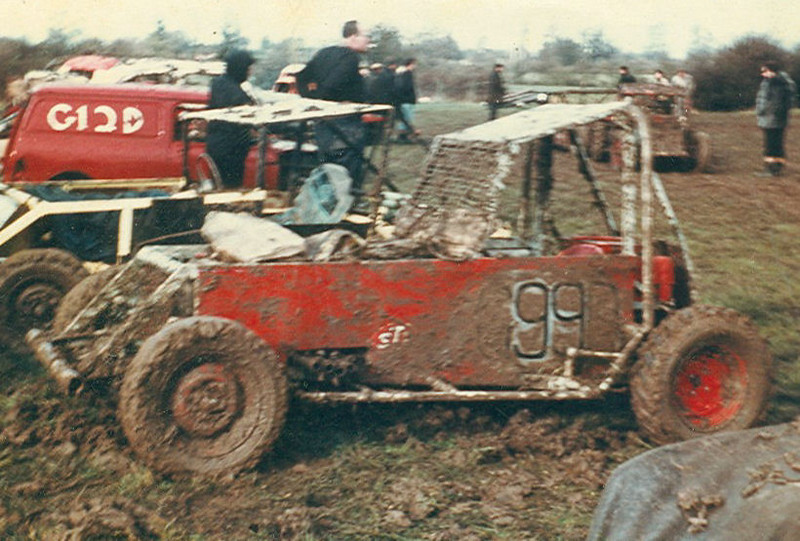 The final Mk3 version of this car saw the chassis stretched and the addition of  Ford Zepher 6 engine installed plus a Triumph Herald independant rear end. Andy's Dad had bought him an electric welder and the world was our oyster. A much more powerful competitor managing a few wins that year. The straight six also sounded sweet with the zummies.