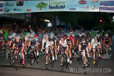 The start of the 2012 Terrapin Twilight Women's race.