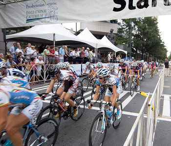 The women complete another lap of the 2010 Presbyterian Hospital Invitational Criterium, Charlotte, NC
