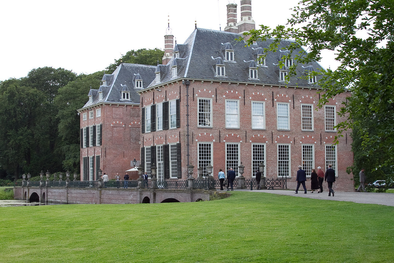 Dinner at Duivenvoorde Castle...had been in one family for 800 years.