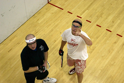 You do know the rules don't you? Steve Deaton and Leon Ruotsalainen get ready for their Men's Open 1st round match, Steve went on for the win10-15, 15-5, 11-7.