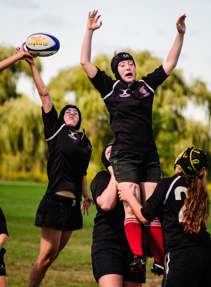 Radcliffe Forwards Captain Ali Haber (H '14) wins a line-out in the Beantown Semi-Finals. Photo by Lynne Skilken.