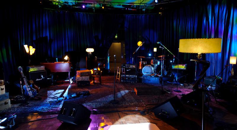 """Le plateau du Studio 12 lors de l'enregistrement des vidéoclips pour l'émission """"Les Rescapés"""""""
