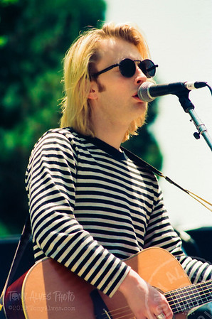 Thom-Yorke-Radiohead-1993-07-11_009