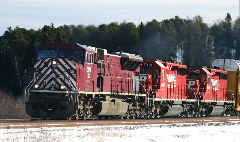 CEFX 121 leads a CP Rail west bound heading towards Dryden.