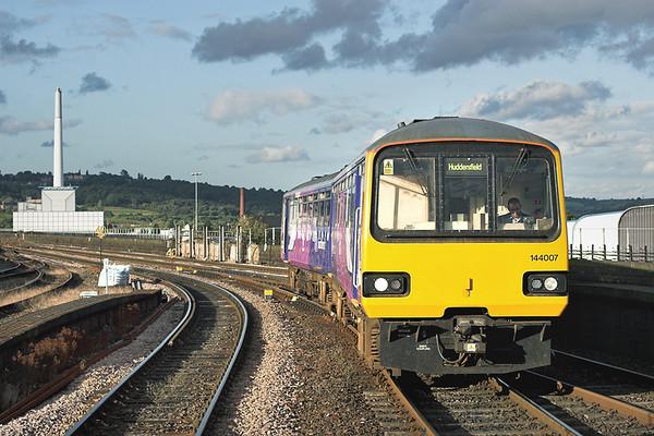 144007 Huddersfield 29/8/2009 2J47 1743 Leeds-Huddersfield