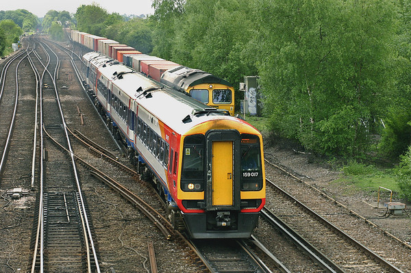 159017 and 170302, Worting Junction 26/5/2005 1L44 1220 Yeovil Junction-London Waterloo