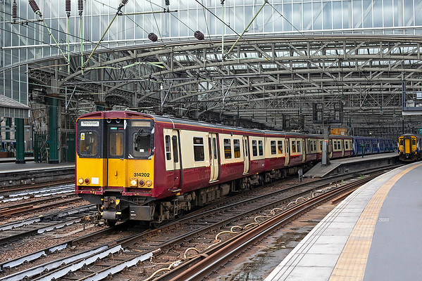314202 and 314203, Glasgow Central 25/6/2019 2N04 1835 Glasgow Central-Neilston
