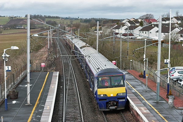 320302 and 318261, Carluke 15/3/2013 2S34 0942 Milngavie-Lanark