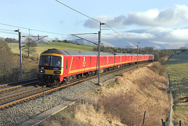 325004 and 325017, Beck Houses 17/12/2007 1M30 1012 Shieldmuir-Willesden PRDC
