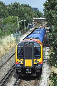 450004 Syon Lane 15/7/2009 2S39 1352 London Waterloo-Weybridge