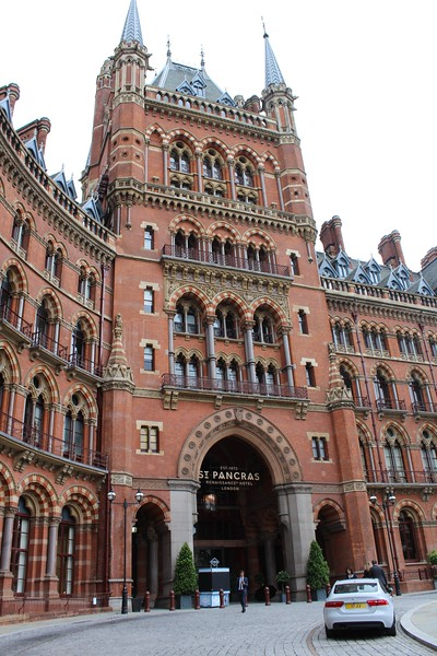 London St. Pancras Station – Front entrance from driveway