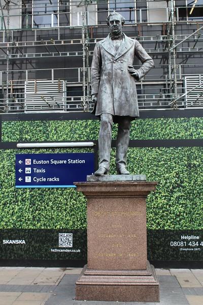 London Euston Station – Robert Stephenson statue