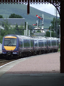 170415 passing under the semaphore signals at Aviemore as it departs for Inverness