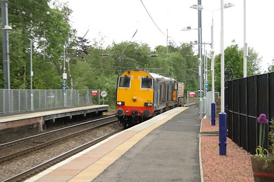20304 and 20303 passing through Johnstone at the head of the nuclear flask train from Hunterston to Carlisle (Kingmoor)