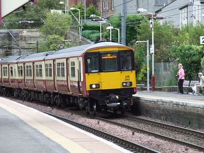 318250 drawing into Johnstone on an Ayr service