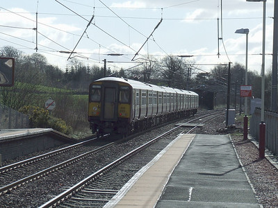 318255 racing through Lochwinnoch at the rear of an Ayr service
