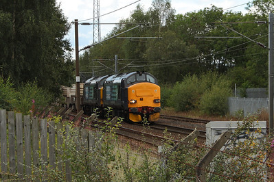 37218 and 37611 passing through Elderslie with 6M22 taking flasks from Hunterston PS to Carlisle Kingmoor