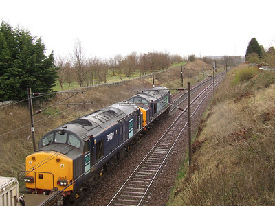 37609 passing through Elderslie with nuclear flasks from Hunterston to Carlisle Kingmoor