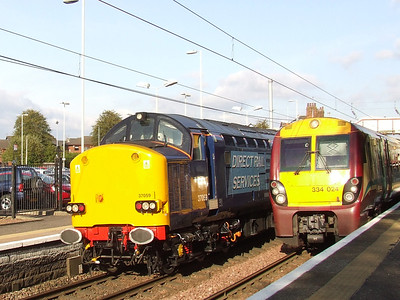 37059 passing through Johnstone at the rear of a Network Rail Test Train