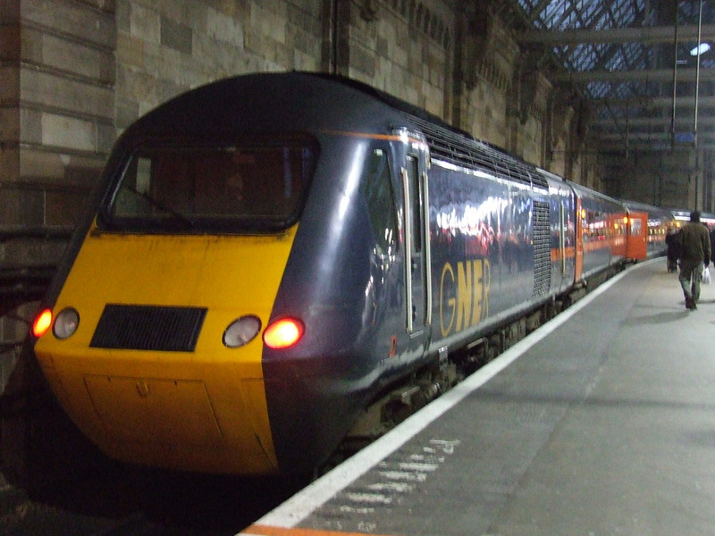 43095 at P1 waiting to form a GNER working to London Kings Cross. An HST