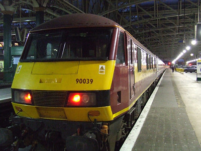 90039 at P11 at the head of the Glasgow Central portion of the Caledonian Express
