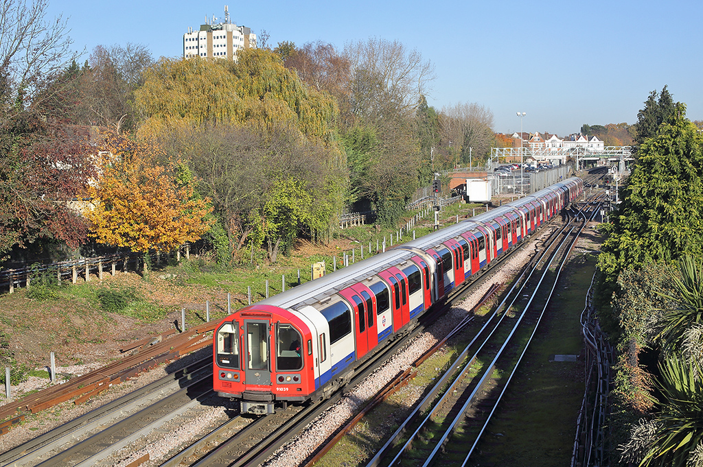 Central Line 91039, Woodford 17/11/2017