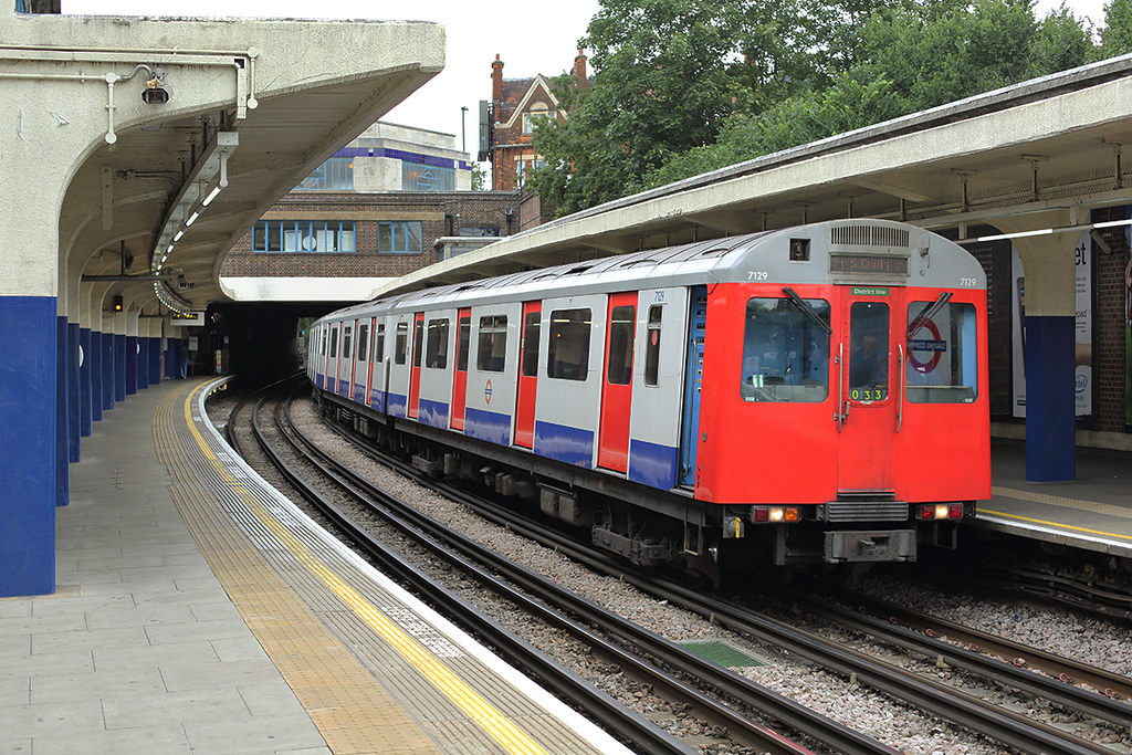 District Line 7129, Ealing Common 10/8/2013