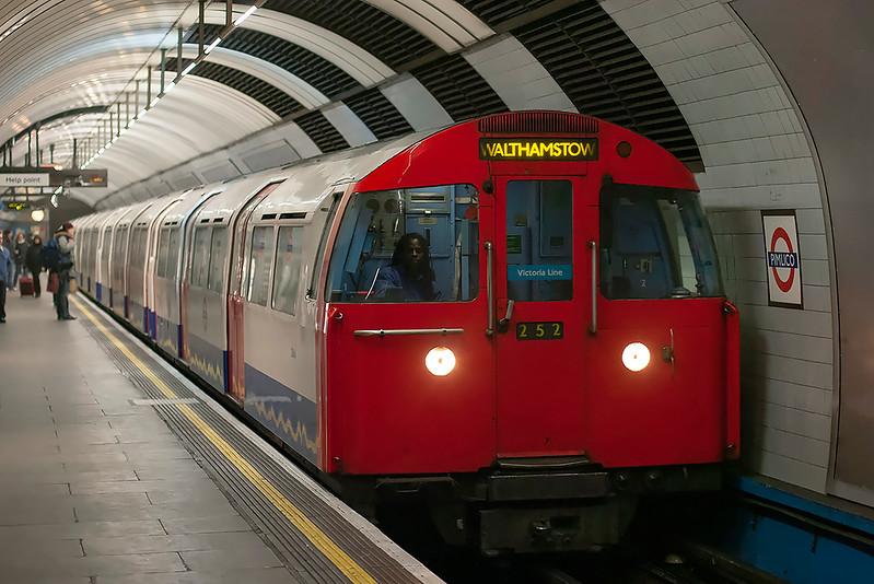 Victoria Line 3064, Pimlico 13/2/2009