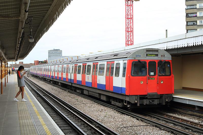 Hammersmith & City Line 5719, Latimer Road 10/8/2013