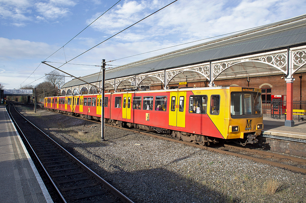 4028 and 4077, Monkseaton 10/2/2014