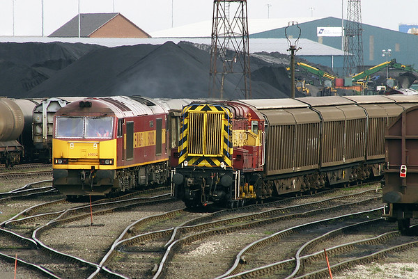 08735 and 60002, Immingham Reception Sidings 12/4/2005