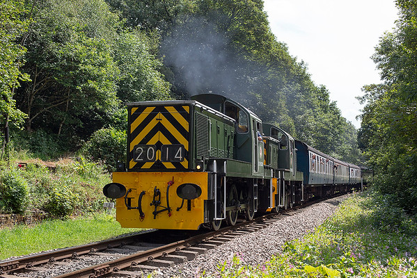 D9520 and D9555, Summerseat 26/7/2014 1J71 1245 Heywood-Rawtenstall