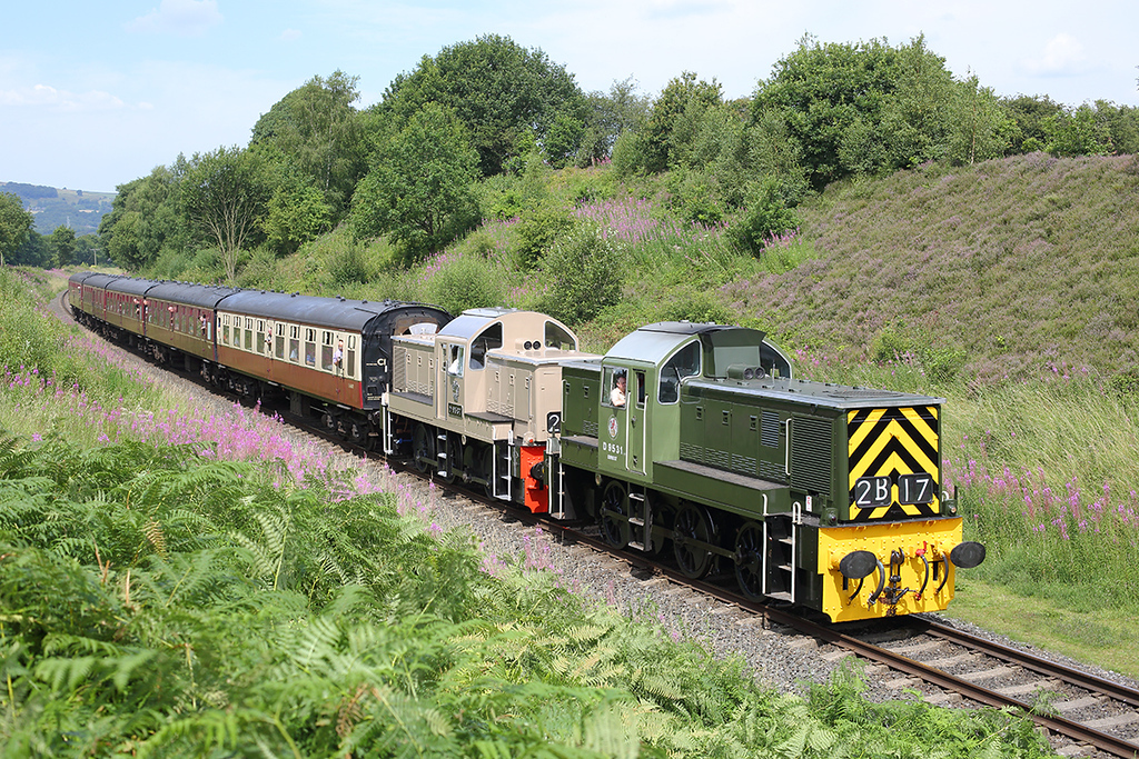 D9531 and D9537, Burrs 26/7/2014<br /> 1J68 1216 Rawtenstall-Heywood