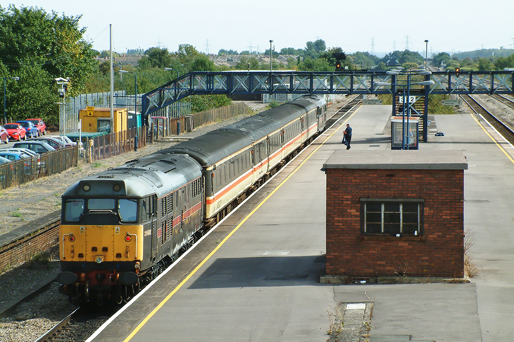 31602 and 31468 Severn Tunnel Junction 12/9/2003