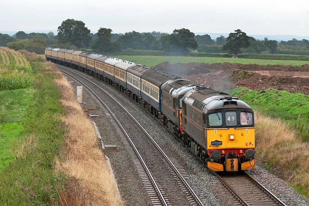 33202 and 33103 Wardle 10/9/2005<br /> 1Z49 1750 Crewe-Salisbury