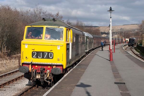 D7076 and D5054 (24054), Rawtenstall 18/3/2006 1507 Rawtenstall-Heywood