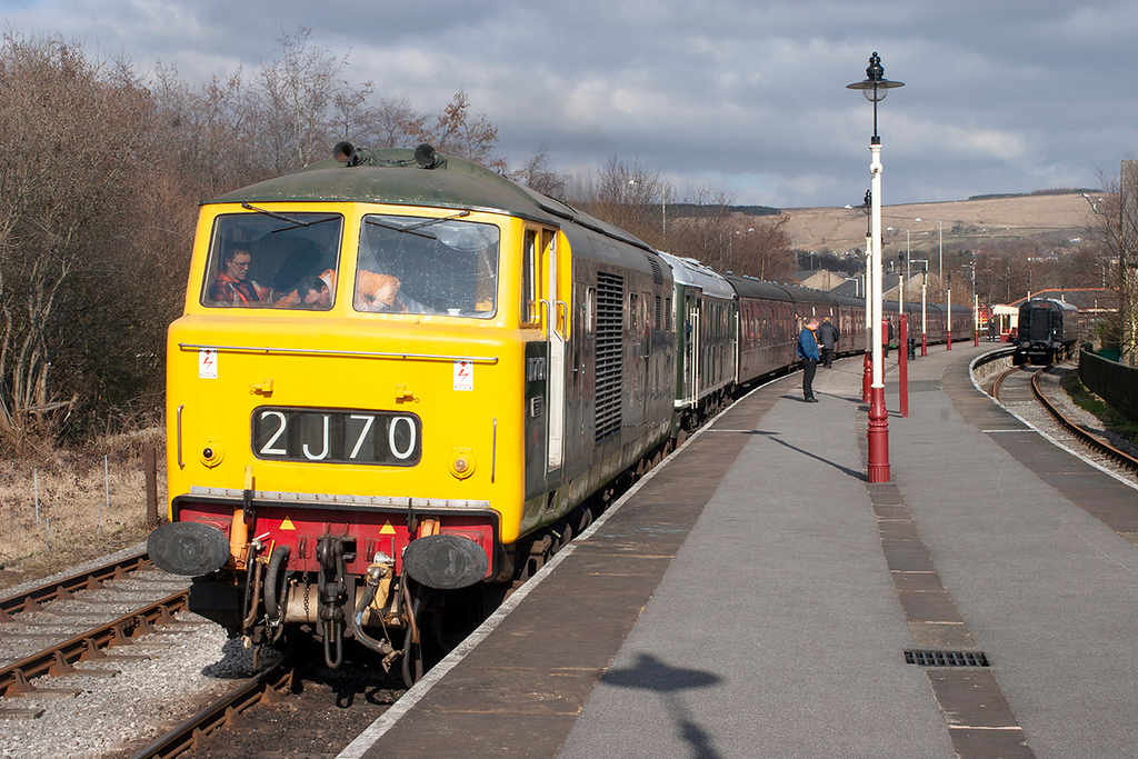 D7076 and D5054 (24054), Rawtenstall 18/3/2006<br /> 1507 Rawtenstall-Heywood