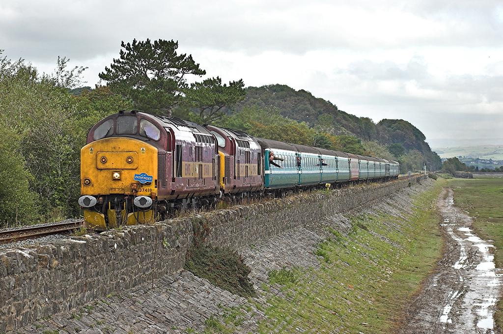 37410 and 37417 Grange-over-Sands 29/9/2007<br /> 1Z46 0600 Worcester Shrub Hill-Carlisle