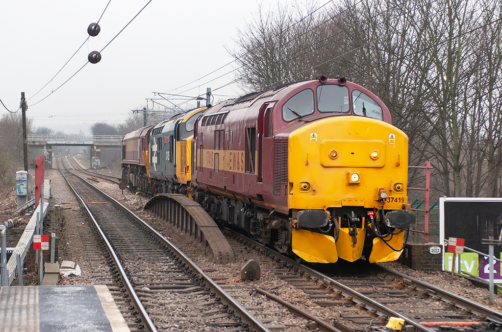37419, 37425 and 59205 South Tottenham 2/2/2006<br /> 0C01 0930 Acton Yard-Temple Mills Yard
